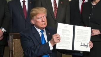 Neues Dekret unterzeichnet: US-Präsident Donald Trump wirft China unfaire Handelspraktiken und den Diebstahl geistigen Eigentums vor.