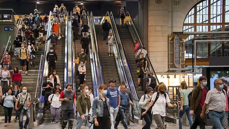 Die Passerelle beim Bahnhof SBB ist zu Stosszeiten längst an ihre Grenzen gelangt.