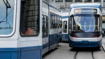 Die aktuelle Mobilitätsstrategie «Stadtverkehr 2025» fusst auf der Volksinitiative «Zur Förderung des öV, Fuss- und Veloverkehrs in der Stadt Zürich». (Archiv)