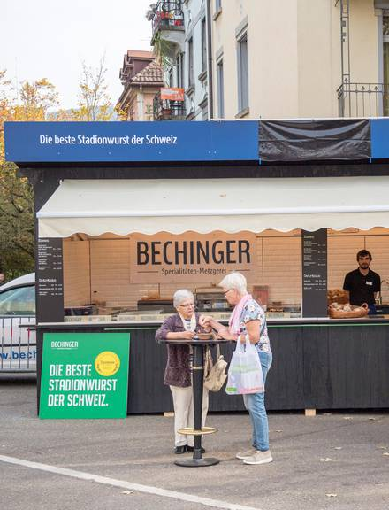 Bechinger musst im vergangenen Herbst seinen Schriftzug abdecken – aber nur ausserhalb des Standes. (Bild: Tagblatt/Urs Bucher)
