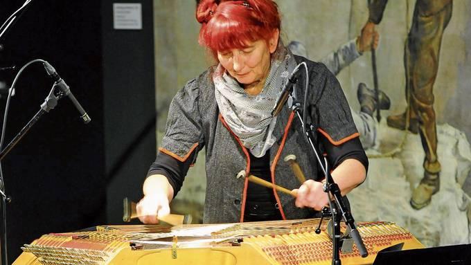 Barbara Schirmer (hier bei einem Auftritt in Bern) sagt, sie erzähle mit ihrer Musik Geschichten.
