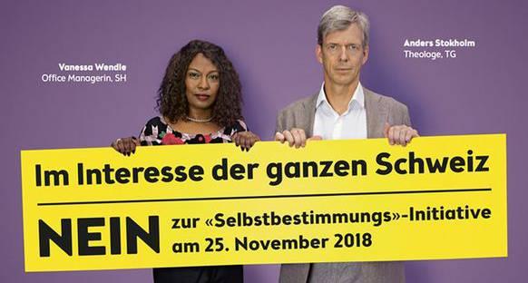 SBI-Gegner stehen mit ihrem Namen auf den Plakaten hin.