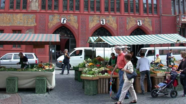 Die Stände am Marktplatz verkaufe ihre Produkte aus der Region. az-Archiv