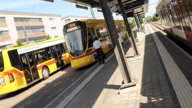 Die beiden Einbrecher konnten in einem Tram festgehalten werden. (Symbolbild)