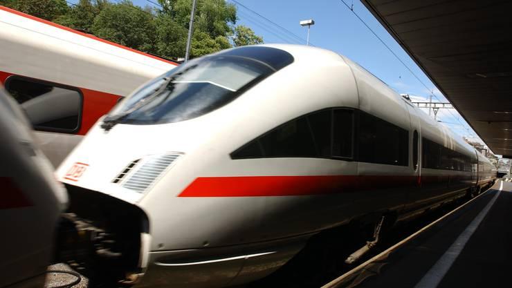 Zug der Deutschen Bahn: Warum schafft es das grosse Nachbarland im Norden nicht, im Rheintal endlich Gleise zu legen?