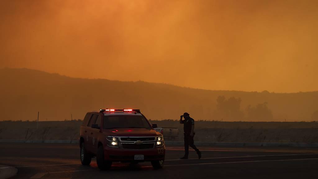 Feuer in Südkalifornien schlagen Zehntausende in die Flucht