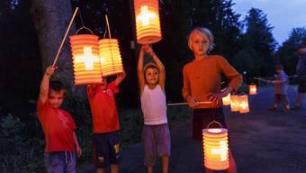 Die Schweiz darf gefeiert werden: Lampionumzüge der Kleinen gehören vielerorts dazu.