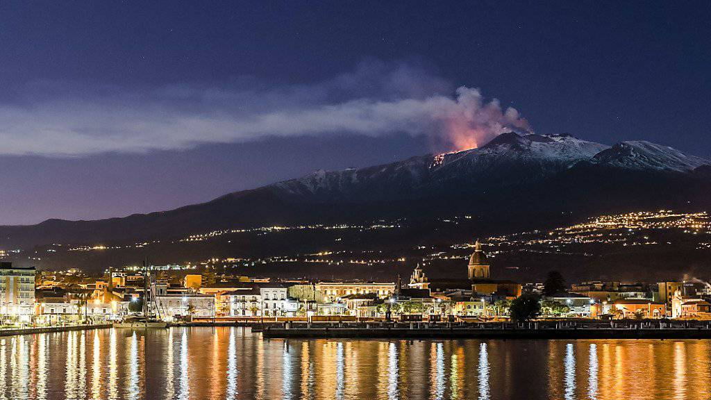 Nach dem durch den Vulkan Ätna ausgelösten Erdbeben auf Sizilien hat die italienische Regierung den Notstand für die betroffenen Orte auf Sizilien erklärt. (Archivbild)