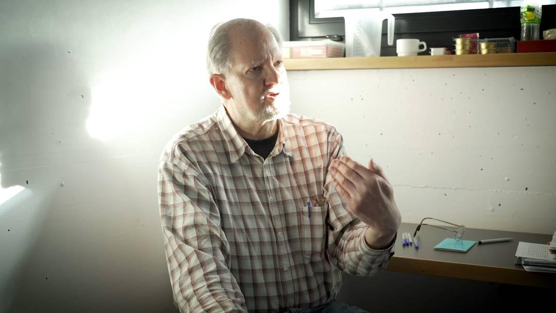 Peter Kneubühl sagt, was er vom Kinofilm über ihn erwartet.