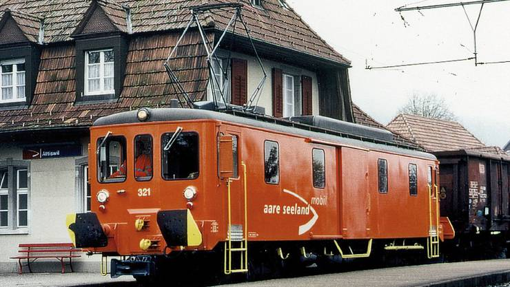 Ein aufgebockter Güterwagen bei Attiswil aus dem Jahr 2002.