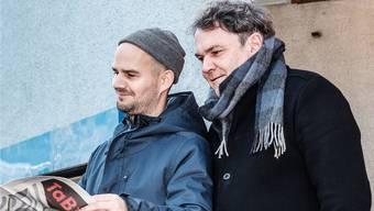 Bruno Maurer (links) und Clo Bisaz vom Theater am Bahnhof haben ein vielfältiges Programm auf die Beine gestellt.
