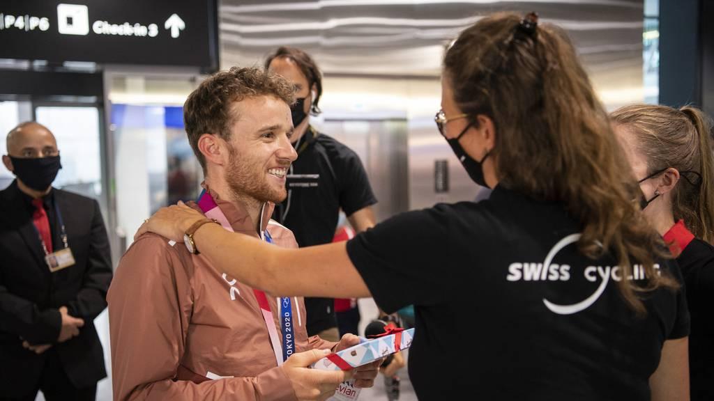 Olympia-Zweitplatzierter Mathias Flückiger wird am Flughafen Zürich empfangen