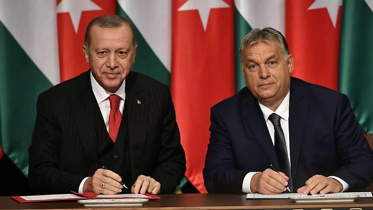 Der ungarische Ministerpräsident Viktor Orban (r) empfing den türkischen Präsidenten Recep Tayyip Erdogan in Budapest.