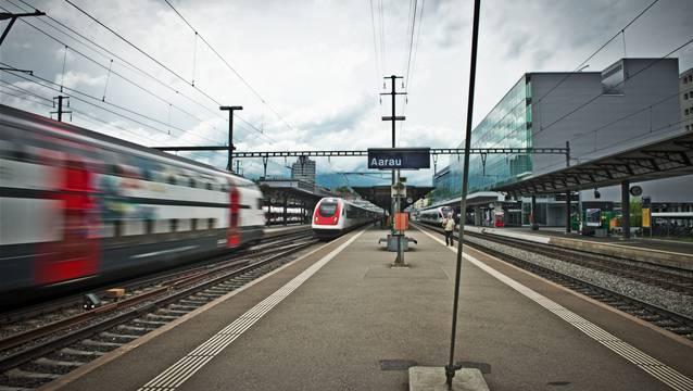 Am Bahnhof Aarau kam es am Donnerstagabend zu einem tödlichen Unfall (Symbolbild).