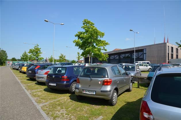 Gratis-Parkplatz Wiliweg: Drei Viertel der 100 Plätze sind besetzt.