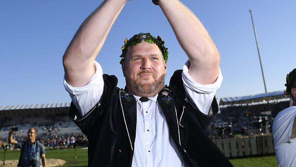 Der neue Schwingerkönig Christian Stucki bedankt sich bei seinen Fans