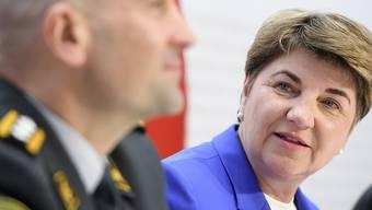 Der Bundesrat will das Armeebudget aufstocken. Verteidigungsminiserin Viola Amherd und Armeechef Thomas Süssli erklären, wofür das Geld ausgegeben werden soll.