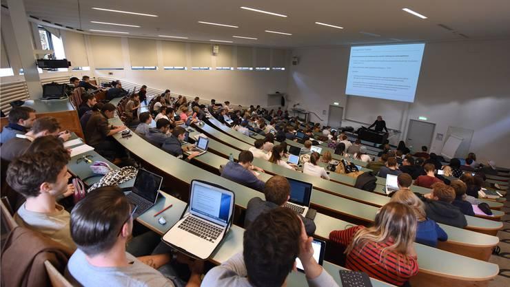Der Bundesrat will prüfen, ob die Basler und andere Schweizer Studierende ab 2021 wieder am EU-Mobilitätsprogramm «Erasmus+» teilnehmen können.