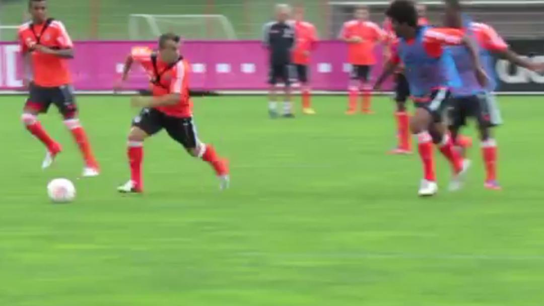 Hier lässt «Shaq-Attack» seine Gegner im Bayern-Training alt aussehen