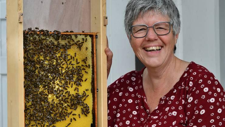 Sandra Cagnazzo hat die Liebe zu den Bienen von ihrem Grossvater. Nun führt sie die Familientradition weiter.