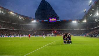 Tor Nummer 42 im St. Jakob-Park: Die Basler jubeln über das 1:0 gegen Sion durch Matias Delgado.