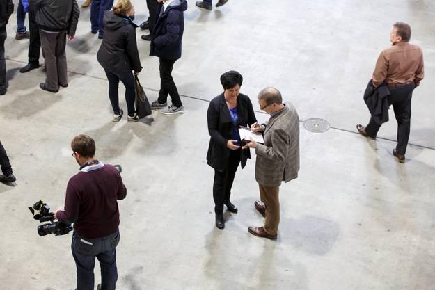 Marianne Meister im Gespräch mit Redaktor Christian von Arx.