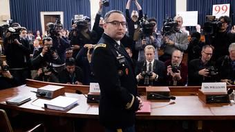 Riesiges Medieninteresse an den Impeachment-Anhörungen: Alexander Vindman vor seiner Aussage vor dem Geheimdienstausschuss des Repräsentantenhauses.