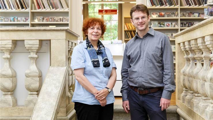 Projektleiterin Verena Bider steht neben dem neunköpfigen Autorenteam Blumenstein-Konservator Erich Weber zur Seite.