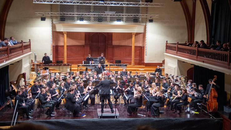 Das 65-köpfige Blasorchester «Aulos» spielte unter der Leitung des Dirigenten Blaise Héritier im Konzertsaal Solothurn.