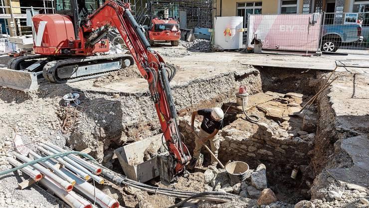 Bei den Grabungen am Kurplatz kommen weitere historische Funde zum Vorschein.