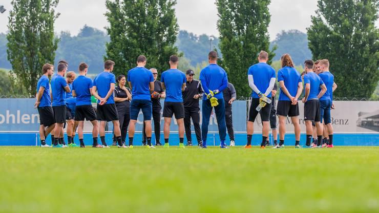 Der Moment der Entscheidung: Francesco Gabriele versammelt seine Spieler.