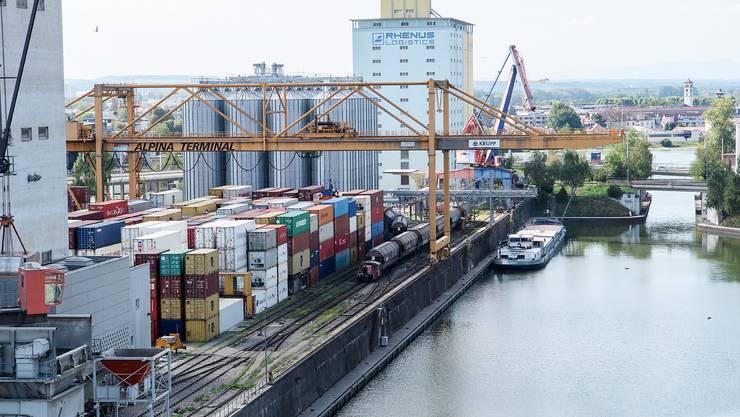 Nicht nur für den Gütertransport hat der historisch tiefe Wasserstand negative Auswirkungen.
