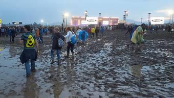 """Für die etwa 90'000 Besucher wurde das Festival zum Schlammbad. Nach einem Blitzeinschlag mit Dutzenden Verletzten ist """"Rock am Ring"""" vorerst nicht fortgesetzt worden."""