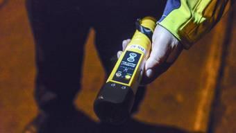 Das Auto war von einem 39-jährigen Mann gelenkt worden, der gemäss einem Test alkoholisiert war.