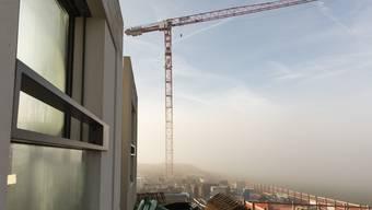 Sicht auf den künftigen Waldeggplatz: Derzeit baut die ADTinnova AG mit dem Projekt Crystal den Auftakt des Quartiers Leuen-Waldegg. Hier ein Foto anlässlich eines Baustellenbesuchs vor rund einem Monat.