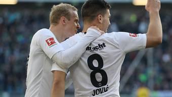 Frankfurter Jubel in Hannover mit Bundesliga-Topskorer Luka Jovic