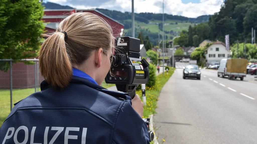 Kapo St.Gallen zieht während Corona 13 Raser aus Verkehr