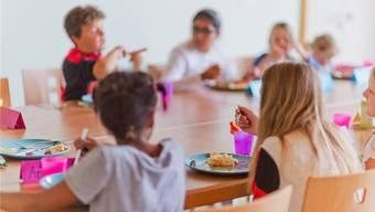Mittagstische sind gefragt: In Oeschgen essen 70 bis 80 Personen gemeinsam, in Gipf-Oberfrick sind es jeweils zwischen 60 und 90. (Symbolbild)