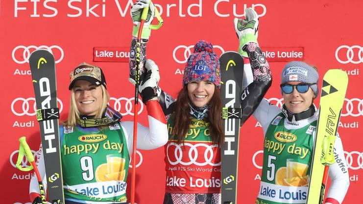 Lara Gut (l.), Tina Weirather (m.) und Nicole Schmidhofer auf dem Podest nach dem diesjährigen Rennen in Lake Louise