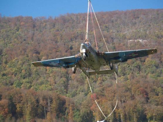Im Herbst 2014 wurde das Flugzeug per Super Puma von Pieterlen nach Laupersdorf gebracht