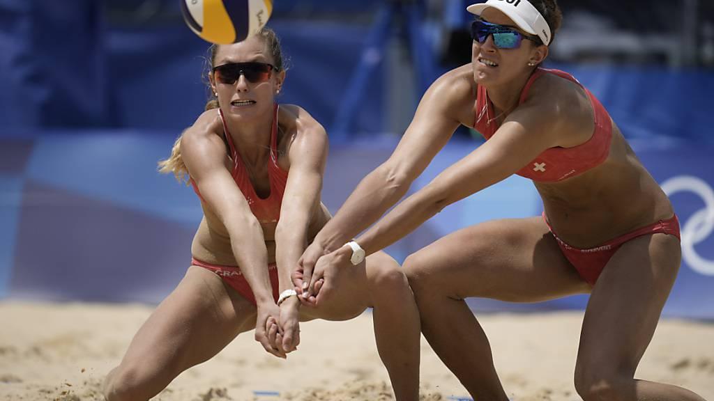 Nina Betschart (links) und Tanja Hüberli müssen in Tokio ihre Landsfrauen Joana Heidrich/Anouk Vergé-Dépré  aus dem Weg räumen, um eine Medaille zu gewinnen