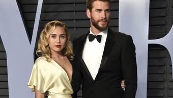 US-Sängerin Miley Cyrus und ihr Freund, Schauspieler Liam Hemsworth, bei einer Party in Beverly Hills. (Archivbild)