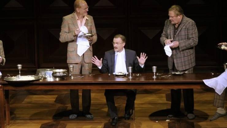 """Jörg Schröder (4. v. links) spielte 2010 am Theater Basel in der Inszenierung """"Die Panne"""". (Archiv)"""