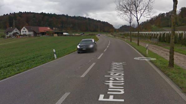 Die Furttalstrasse in Würenlos: Auf dieser Ausserortsstrasse wurde der Lenker geblitzt, der genaue Ort ist unbekannt.