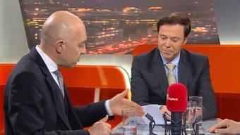 Streitgespräch: In der Sendung «TalkTäglich» am Mittwochabend diskutierten Daniel Jositsch (SP) und Christoph Mörgeli (SVP) mit Moderator Markus Gilli (von links) eine erneute Abstimmung zur Umsetzung der Masseneinwanderungsinitiative.