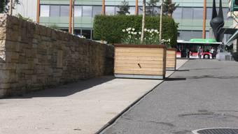 Die Eisenkante rund um den Marktplatz kann zur Stolperfalle werden