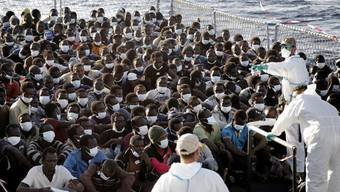 Gerettete Bootsflüchtlinge: Wie reagiert die EU? (Symbolbild)