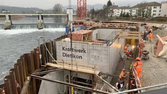 Die EKZ haben rund 39 Millionen Franken für die Erneuerung des Laufwasserkraftwerks investiert. (Archiv)