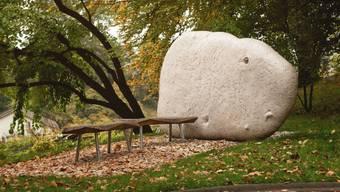 Ein Weiher, Bänke und eine Steinskulptur - der Ort des Dankes für Organempfänger in Bern.