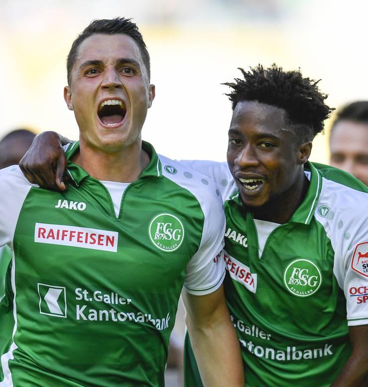 Mittelfeld FC St. Gallen über die Torhüter Jonas Omlin und David von Ballmoos